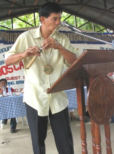 Mr. Onofre Sunggay showing how to play kalaleng. He is a teacher of School Of Living Traditions