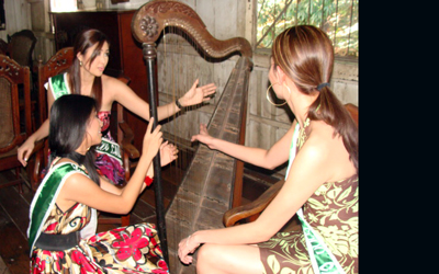 3-lady-playing-harp