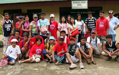 Nakaisem amin... ti DZTP, CIS, Brgy., DepEd and others in souvenir photo iti sango ti Baybayading Elementary School