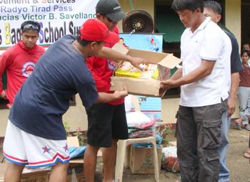 Bayat nga ipapaay ni Manager Arlon Serdenia ti agas kenni barangay kapitan Marcelo Francia